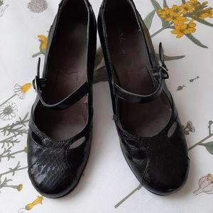 Retro style Mary Jane pumps